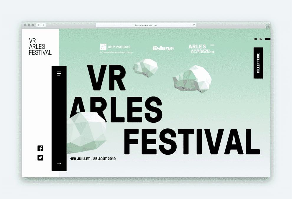 The VR Arles Festival draws your attention to their navigation bar by having it overlap two columns.